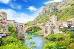 Piękny widok średniowieczny miasteczko Mostar od Starego mosta w Bośnia i Herzegovina Obraz Stock