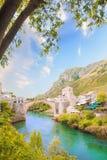 Piękny widok średniowieczny miasteczko Mostar od Starego mosta w Bośnia i Herzegovina Zdjęcie Royalty Free