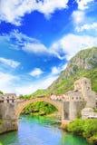 Piękny widok średniowieczny miasteczko Mostar od Starego mosta w Bośnia i Herzegovina Zdjęcia Stock
