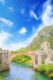 Piękny widok średniowieczny miasteczko Mostar od Starego mosta w Bośnia i Herzegovina Zdjęcie Stock