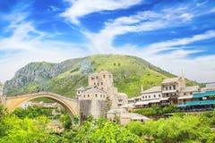 Piękny widok średniowieczny miasteczko Mostar od Starego mosta w Bośnia i Herzegovina Obrazy Royalty Free
