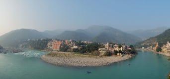 Piękny widok Ganga rzeczny bulwar w Rishikesh fotografia royalty free