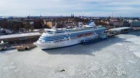Piękny widok Helsinki miasto Fiński rejs przy Helsinki schronieniem obraz royalty free