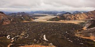 Piękny widok Kolorowy krateru krajobraz Landmannalaugar park narodowy z pasma górskiego tłem, Landmannalaugar Fotografia Stock