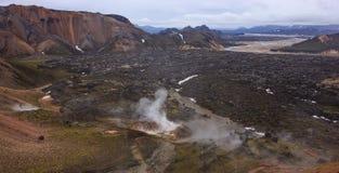 Piękny widok Kolorowy krateru krajobraz Landmannalaugar park narodowy z pasma górskiego tłem, Landmannalaugar Zdjęcia Stock
