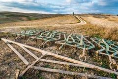 Piękny widok kraju footpath przy zmierzchem w Tuscany Obrazy Royalty Free