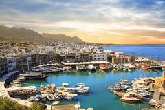 Piękny widok Kyrenia zatoka w Kyrenia Girne, Północny Cypr Zdjęcie Royalty Free