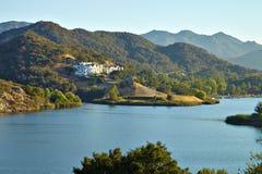 Piękny widok Malibu jezioro zdjęcie royalty free