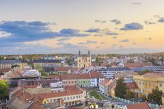 Piękny widok Minorit kościół i panorama miasto Eger, Węgry zdjęcie stock