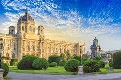 Piękny widok muzeum sztuki historia i brązowy zabytek imperatorowa Maria Theresa w Wiedeń, Austria zdjęcie stock