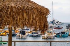 Piękny widok na ocean z żaglówkami, Catalina wyspa, Kalifornia zdjęcia royalty free