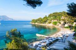 Piękny widok na Paloma plaży w święty Cajgowej nakrętce Ferrat na francuskim Riviera, Południowy Francja obrazy royalty free