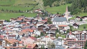 Piękny widok na wiosce Nauders, przy północą fa obrazy stock
