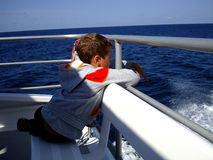 Piękny widok od jachtu na błękitne wody ocean Australia obrazy stock