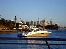 Piękny widok od jachtu na złota wybrzeżu Australia zdjęcia stock