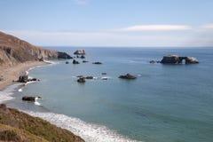 Piękny widok od kózki skały plaży w Sonoma Kalifornia Zdjęcie Royalty Free
