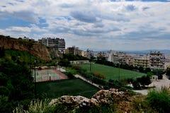 Piękny widok od wzrostów z boiskami w mieście Grecja zdjęcie stock