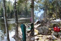 Piękny widok połowu miejsce i jezioro Duże skały Piękni natur tła Szwecja Obraz Royalty Free