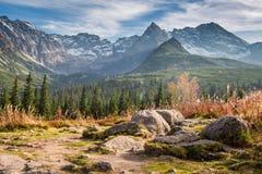 Piękny widok Tatras przy zmierzchem w jesieni, Polska fotografia stock
