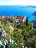 Piękny widok wioska Eze, ogród botaniczny z kaktusami, aloes Śródziemnomorski, Francuski Riviera, Cote d «Azur, Francja zdjęcia royalty free