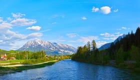 Piękny widok wioska Zły Goisern w Austria obraz stock