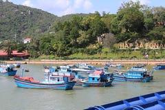 Piękny widok wzgórze Nha Trang z łodziami rybackimi obraz stock