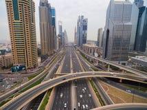 Piękny widok z lotu ptaka futurystyczny miasto krajobraz z drogami, samochody, pociągi, drapacze chmur Dubaj, UAE Fotografia Stock