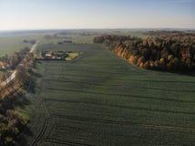 Piękny widok z lotu ptaka lithuanian krajobraz przy jesienią zdjęcie stock