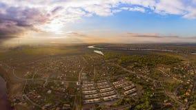 Piękny widok z lotu ptaka na miasteczku Wschód słońca Obrazy Royalty Free