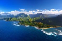 Piękny widok z lotu ptaka spektakularny Na Pali wybrzeże, Kauai obrazy royalty free