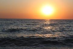 Piękny wieczór morza zmierzch Kipiel hałas zdjęcia royalty free