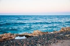 Piękny wieczór na wybrzeżu Czerwony morze. Obrazy Stock