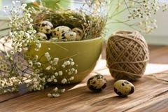 Piękny Wielkanocny skład na drewnianym stole Fotografia Royalty Free