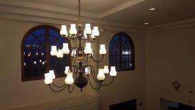 Piękny wiszący Szklany świecznika iluminować Obraz Royalty Free