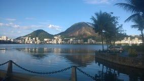 Piękny wizerunek Rodrigo De Freitas laguna w Rio De Janeiro zdjęcia stock