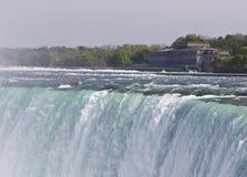 Piękny wizerunek z zadziwiającym Niagara spada kanadyjczyk strona obraz royalty free