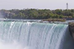 Piękny wizerunek z zadziwiającym Niagara spada od kanadyjczyk strony fotografia royalty free