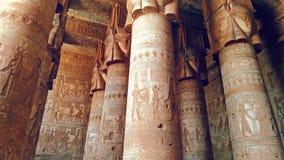 Piękny wnętrze świątynia Dendera lub świątynia Hathor Egipt, Dendera, Antyczna Egipska świątynia blisko zbiory wideo