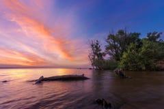 Piękny wschód słońca na brzeg rzeki Fotografia Royalty Free