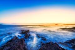 Piękny wschód słońca na wybrzeżu Irlandia obraz royalty free