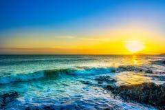 Piękny wschód słońca na wybrzeżu Irlandia fotografia stock