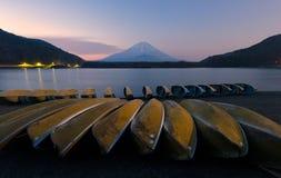 Piękny wschód słońca nad Mt Fuji przy Jeziornym Shojiko, Japonia Zdjęcia Royalty Free