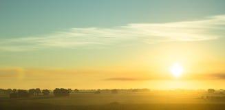 Piękny wschód słońca nad polami losu angeles Mancha plateau Fotografia Royalty Free
