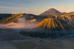 Piękny wschód słońca przy Bromo aktywnego wulkanu górą, Wschodni Jawa, I Fotografia Royalty Free