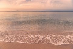 Piękny wschód słońca przy Rayong plażą, Tajlandia Obraz Stock
