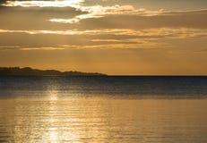Piękny wschód słońca w lecie spokojnym morzem Zdjęcia Royalty Free
