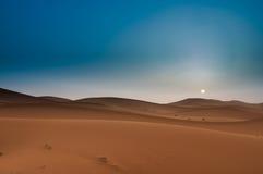 Piękny wschód słońca w Marokańskiej saharze, afryka pólnocna Obrazy Royalty Free