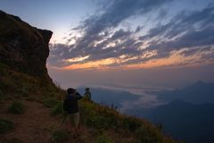 Piękny wschód słońca z mgłą przy Chiang raja zdjęcia royalty free