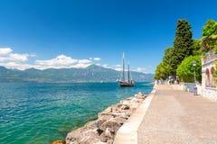 Piękny wybrzeże Jeziorny Garda, Włochy Zdjęcia Royalty Free