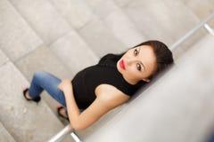 Piękny wzorcowy azjatykci brunetki pozować głos zdjęcie royalty free